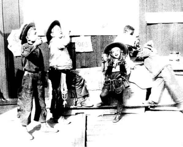 File:Alice comedies wild west show 1924-1.png