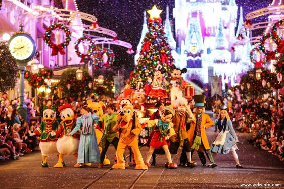 File:Mickey's christmastime parade.jpg