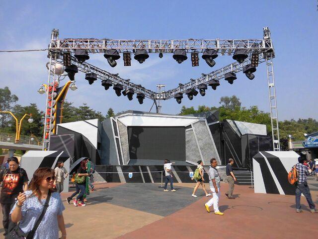 File:Tomorrowland Party Zone 2013.jpg