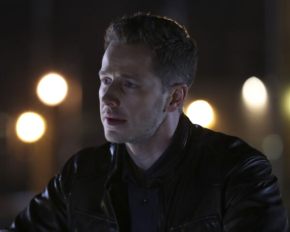 File:Once Upon a Time - 6x12 - Murder Most Fowl - Photography - David 3.jpg
