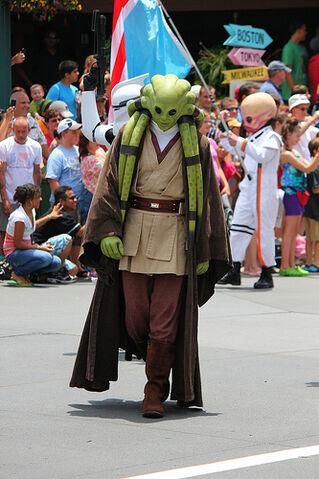 File:Kit Fisto Disney Parck.jpg
