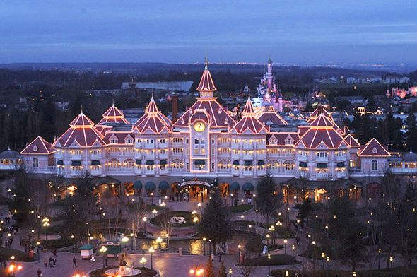 File:Disneyland-hotel.jpg