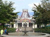 Plaza gardens