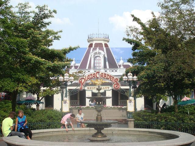 File:Plaza gardens.jpg