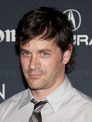 Tom Everett Scott (cropped)