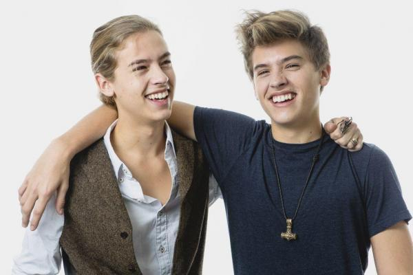 File:Dylan and Cole Sprouse 2013.jpg