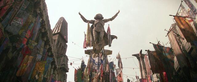 File:Maz's Statue.jpg