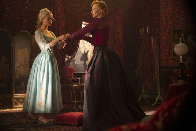 File:Cinderella 2015 14.jpg