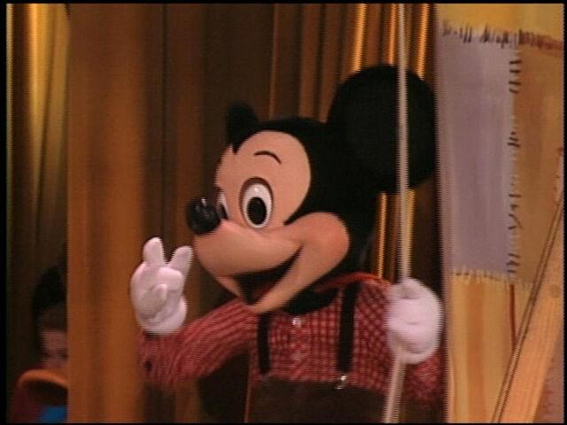 File:MickeyatHoopDeeDooMusicalRevue.jpg