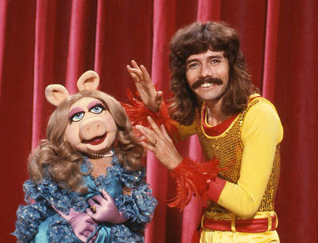 File:Doug Henning and Miss Piggy.jpg