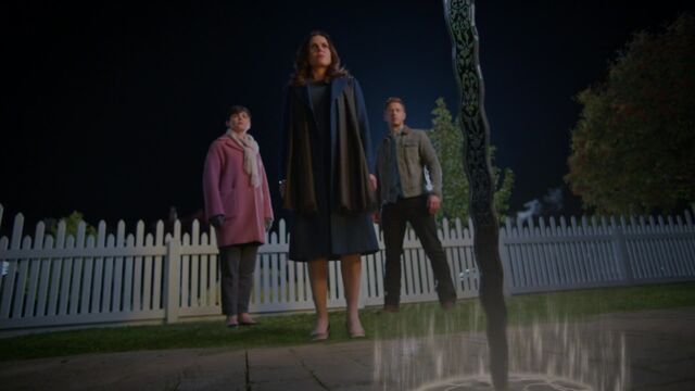 File:Once Upon a Time - 5x08 - Birth - Excalibur Effect.jpg