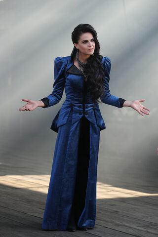 File:Once Upon a Time - 6x03 - The Other Shoe - Photography - Regina 3.jpg