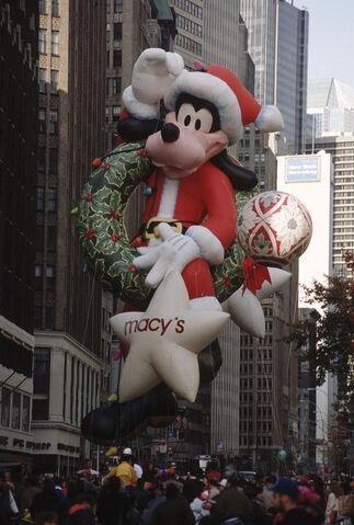 File:Santa Goofy.jpg