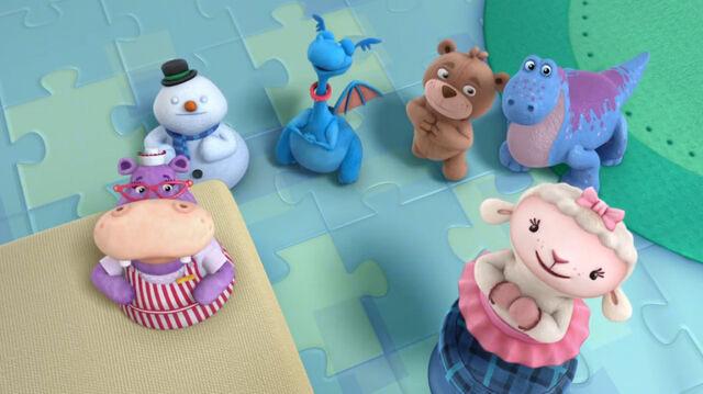 File:Hallie, chilly, stuffy, teddy b, bronty and lambie.jpg