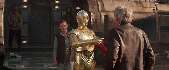 File:C3PO Interrupts TFA.jpg