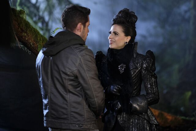 File:Once Upon a Time - 6x13 - Ill-Boding Patterns - Photography - Evil Queen 4.jpg
