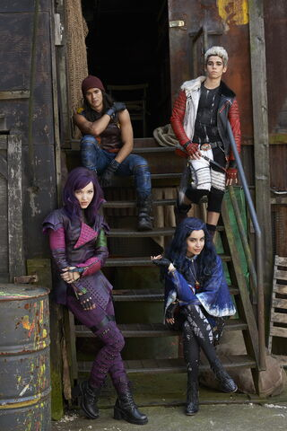 File:Cast of Descendants.jpg