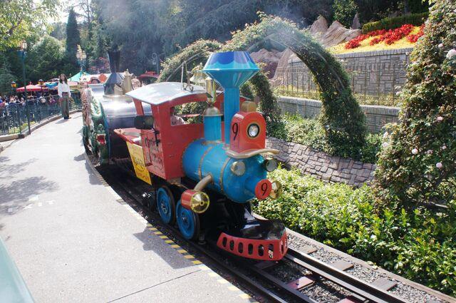 File:CaseyJrCircusTrain at Disneyland.JPG
