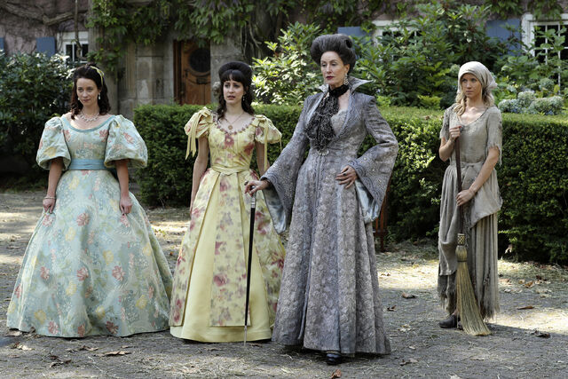 File:Once Upon a Time - 6x03 - The Other Shoe - Photography - Cinderella with Stepmother and Sisters 5.jpg