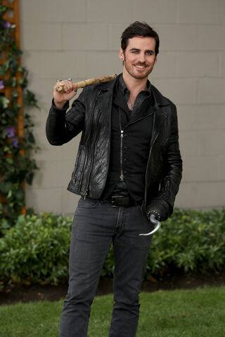 File:Once Upon a Time - 6x03 - The Other Shoe - Photography - Hook 2.jpg