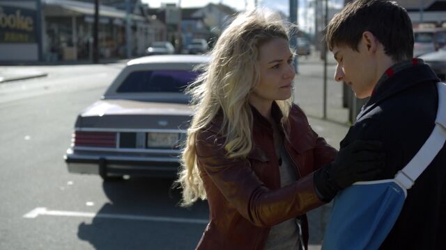 File:Once Upon a Time - 6x21 - The Final Battle Part 2 - Emma Henry Goodbye.jpg