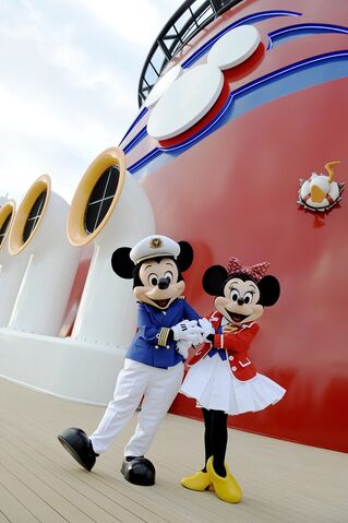 File:Minnie and Mickey on the Disney Dream.jpg