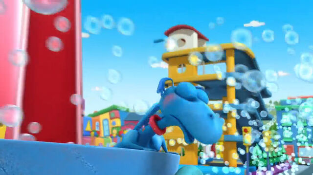 File:Stuffy spitting out bubbles.jpg