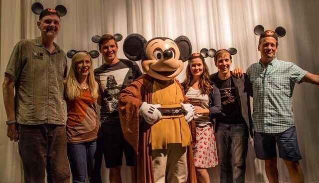 File:Jedi mickey and star wars cast.jpeg