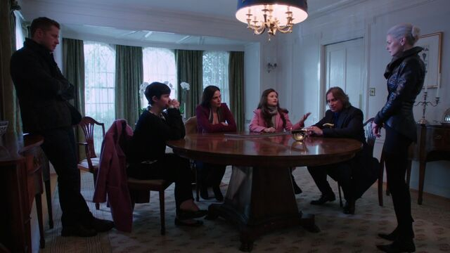 File:Once Upon a Time - 5x10 - Broken Heart - Family Meeting.jpg