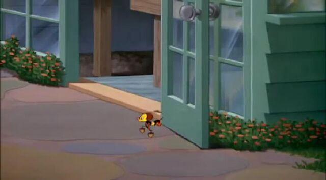 File:Donald Duck Honey Harvesters4.jpg