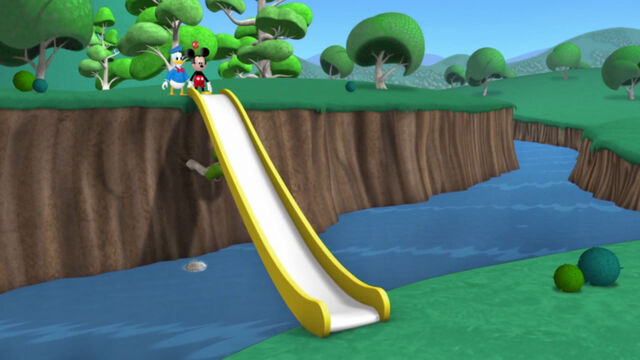 File:Mickey, donald and baby red bird big slide.jpg