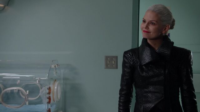 File:Once Upon a Time - 5x08 - Birth - Dark Swan Smiling.jpg