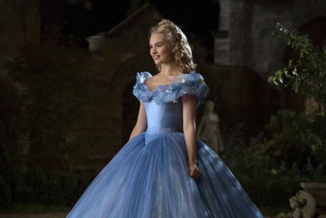 File:Cinderella 2015 55.jpg