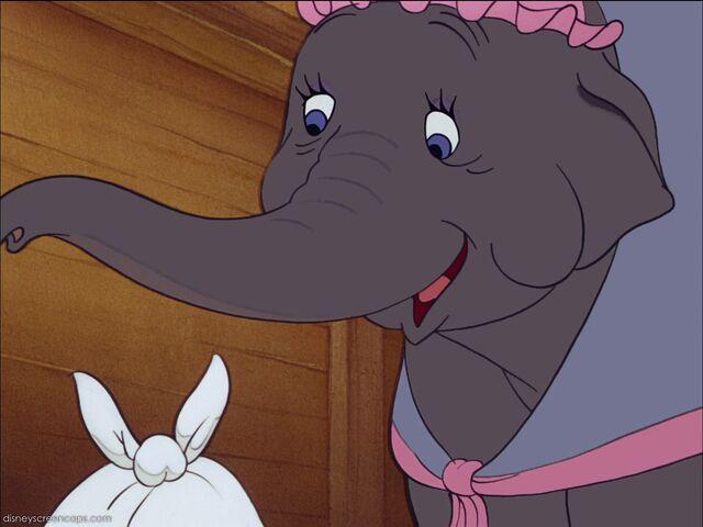 File:Dumbo-disneyscreencaps com-712.jpg