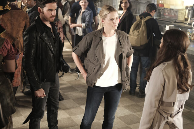 File:Once Upon a Time - 6x02 - A Bitter Draught - Publicity Images - Emma and Hook.jpg