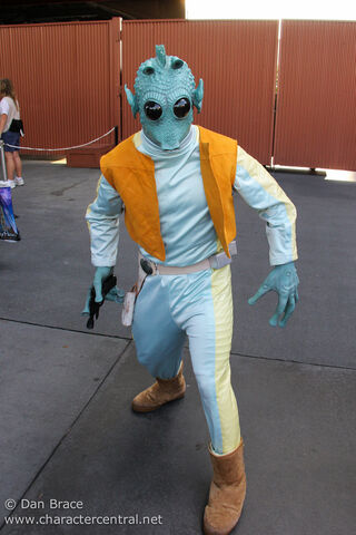 File:Greedo Disney Parck.jpg