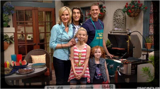 File:Perfect Family Photo.jpg