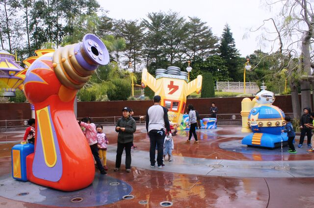 File:Hong Kong Disneyland's UFO Zone.jpg