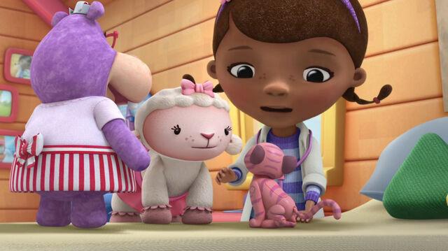 File:Lambie and winnie2.jpg