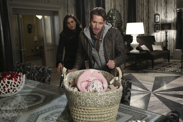 File:Once Upon a Time - 5x21 - Last Rites - Released Images - Robin, Regina and Baby Hood.jpg