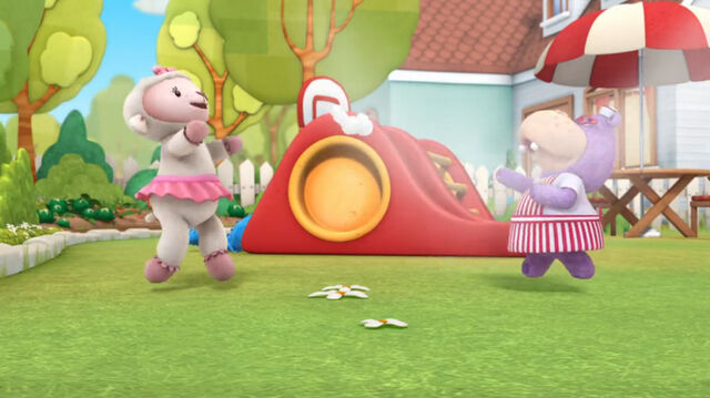 File:Lambie and hallie go after one stuffing.jpg