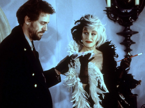 File:Cruella gives Jasper their payment.jpg