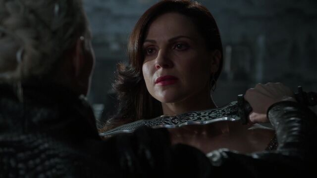 File:Once Upon a Time - 5x01 - The Dark Swan - Regina Dagger.jpg