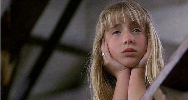 File:Allison Mack as Emily in Camp Nowhere.jpg