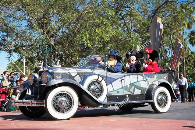 File:Disney Stars and Motor Cars Parade at Disney's Hollywood Studios.jpg
