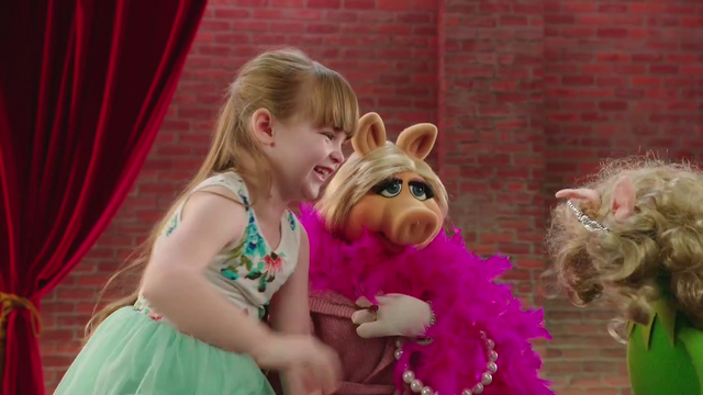 File:MuppetMoments-Halloween-PiggyImpersonation-(2015-10-02).png
