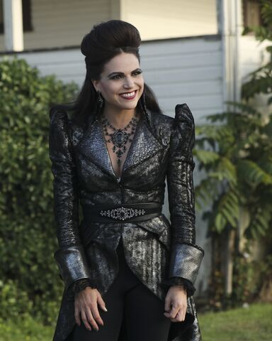 File:Once Upon a Time - 6x06 - Dark Waters - Photgraphy - Evil Queen.jpg