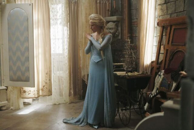 File:Queen Elsa Once Upon A Time1.jpg