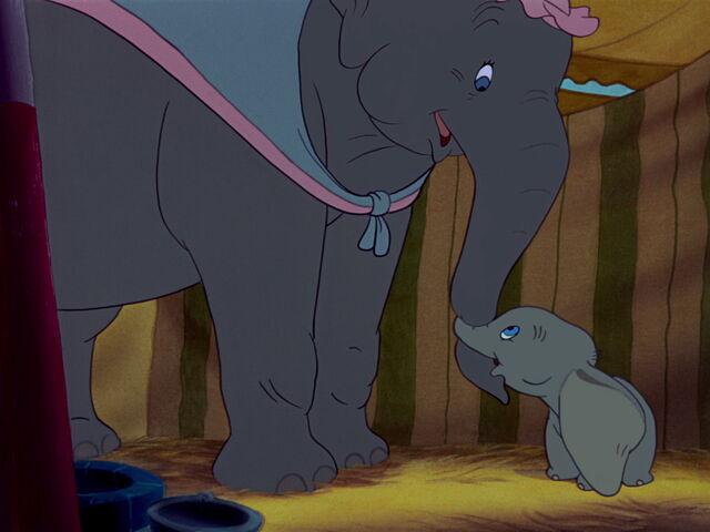 File:Dumbo-disneyscreencaps.com-2011.jpg