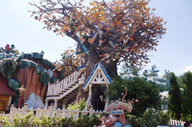 File:Chip n Dale's Treehouse at Tokyo Disneyland.jpg